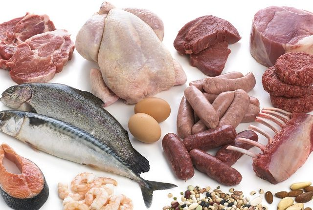 Треть расходов на продукты россияне тратят на мясо и только 7% на рыбу